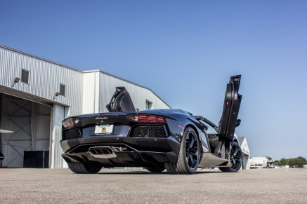 BlackAventadorBackWebsite